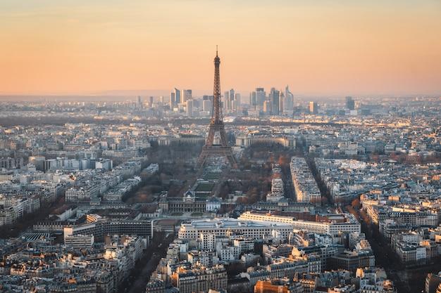 Wieża eiffla zachód słońca - paryż