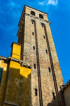 Wieża kościoła san canciano w wenecji, włochy