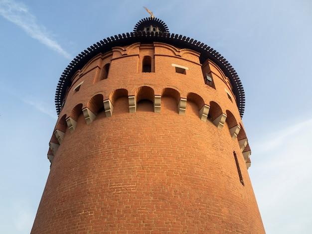 Wieża kremla w tule. starożytna struktura obronna