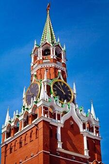 Wieża spasskaya to główna wieża z przejściem na ścianie wschodniej