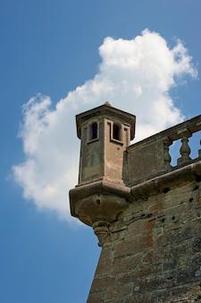 Wieża średniowiecznego zamku w podhorcach