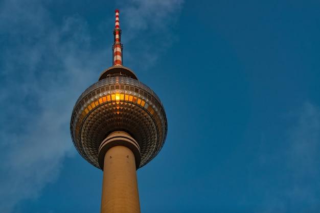 Wieża telewizyjna w alexanderplatz w berlinie