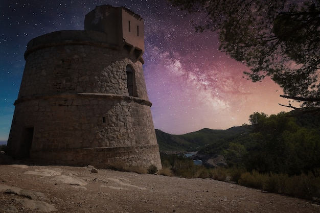 Wieża torre des carregador w hiszpanii