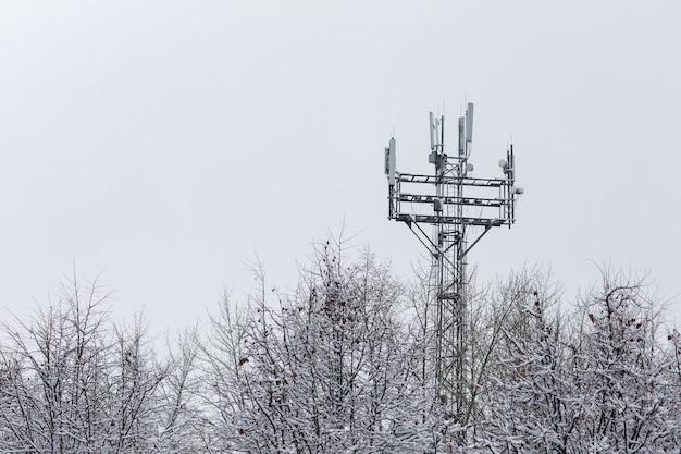 Wieża z antenami