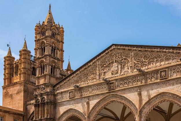 Wieża zegarowa katedry w palermo, sycylia