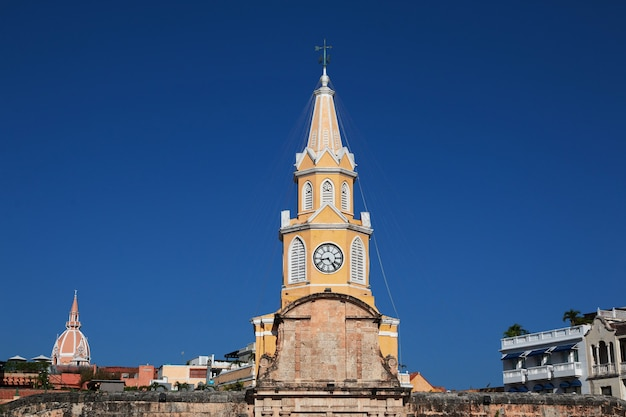 Wieża zegarowa w kartagenie w kolumbii