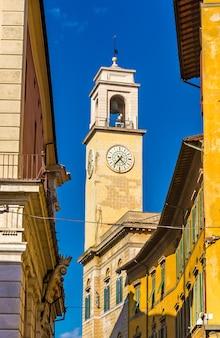 Wieża zegarowa w pizie - włochy, toskania