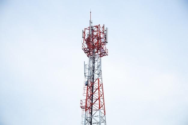 Wieże transmisyjne telefon.