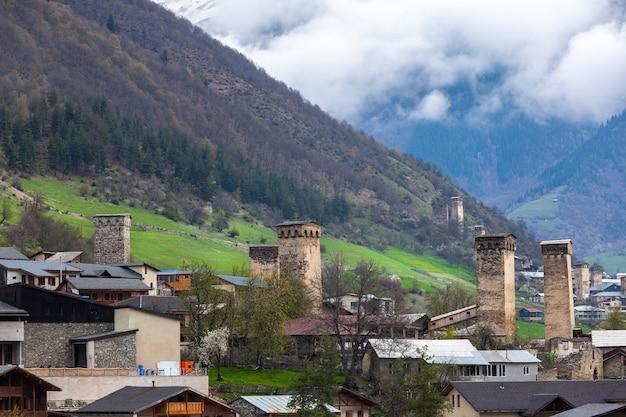 Wieże wioski mestia w rejonie swanetii kaukaz w gruzji