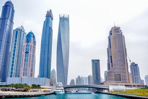 Wieżowce dubai marina. zjednoczone emiraty arabskie