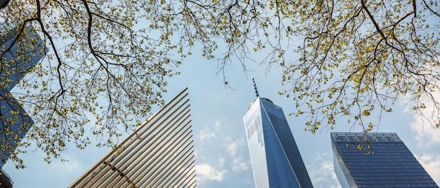 Wieżowce i budynki na manhattanie. architektura manhattanu i nowego jorku