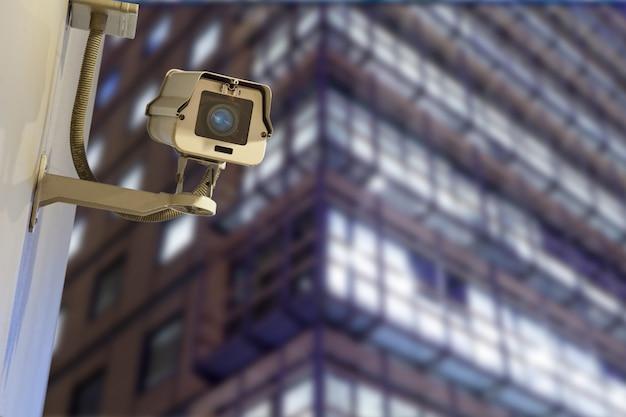 Windows of skyscraper business office, budynek korporacyjny w london city, england, uk security, kamera cctv do biurowca w nocy
