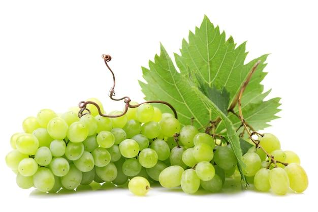 Winogrona na białej powierzchni
