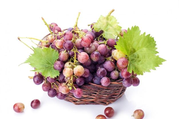 Winogrona na białym tle o biały