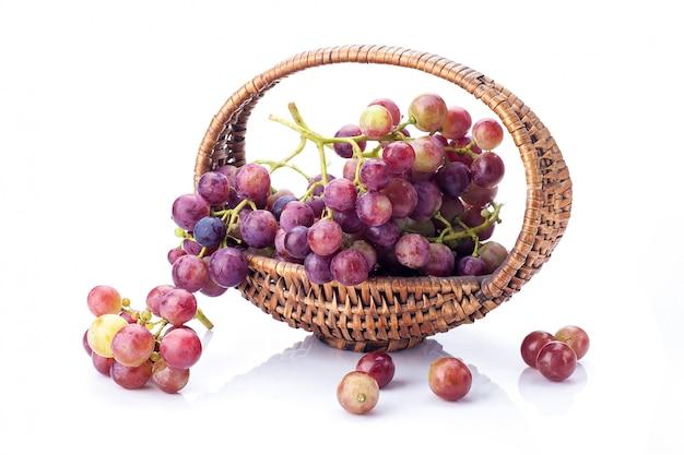 Winogrona w koszu odizolowywającym
