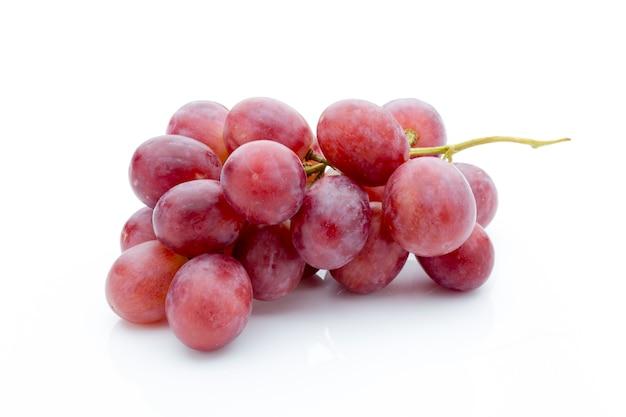 Winogrono na białej powierzchni. świeża jagoda.