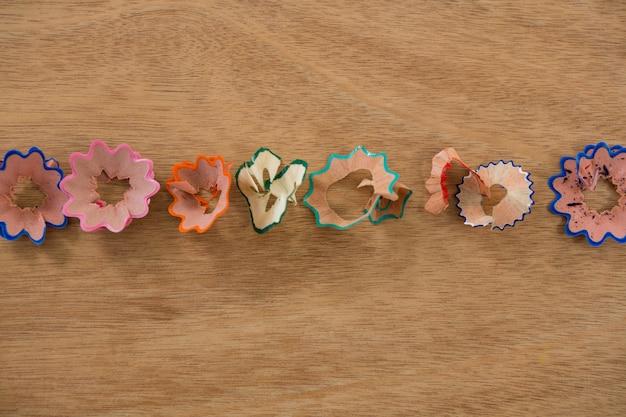 Wióry z kolorowych ołówków w kształcie kwiatków