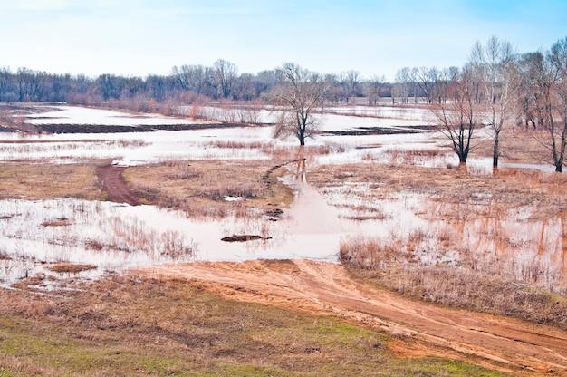 Wiosenna powódź. zatopione pola