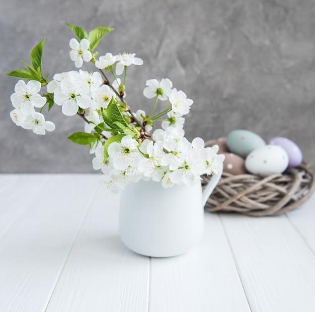 Wiosenny kwiat i pisanki