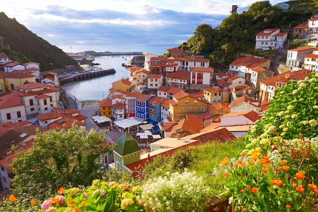 Wioska cudillero w asturii hiszpania