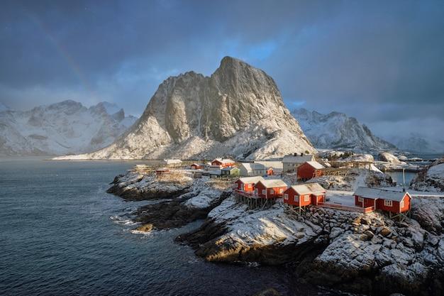 Wioska rybacka hamnoy na lofotach, norwegia