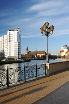 Wioska rybna w kaliningradzie stylizowana architektura przedwojennego królewca i budowane budynki w stylu niemieckim, kaliningrad, rosja