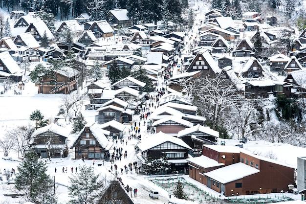Wioska shirakawa-go w dzień opadów śniegu