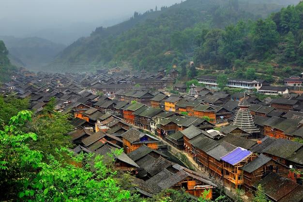 Wioska zhaoxing dong lub zhao xing dong zhai w południowo-wschodnim guizhou miao i dong narodowe prefektura autonomiczna w południowo-zachodnich chinach.