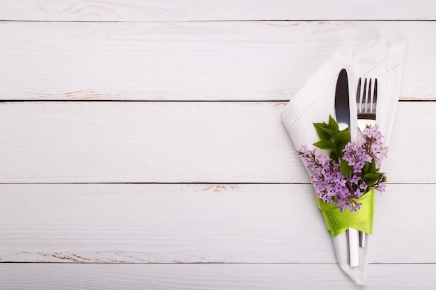Wiosna świąteczny stół ustawienie