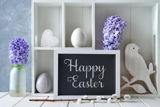 Wiosna z wiosennymi dekoracjami. witryna z dekoracjami wielkanocnymi