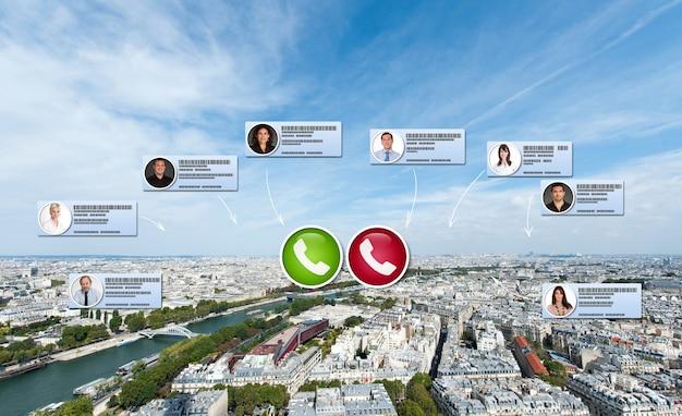Wirtualne spotkanie biznesowe odbywające się w paryżu