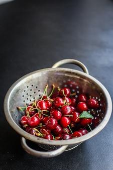 Wiśnie czerwone świeże soczyste owoce jagody