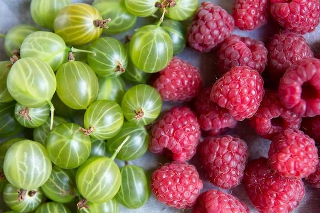 Witaminy letnie jagody. maliny tło produkt z bliska, widok z góry, wysokiej rozdzielczości. koncepcja zbiorów