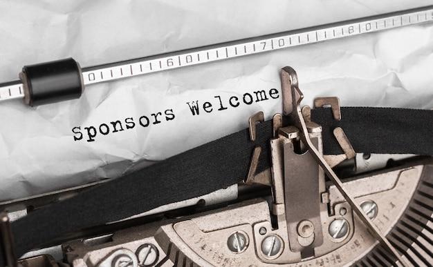 Witamy sponsorów tekstowych wpisanych na maszynie do pisania w stylu retro