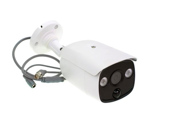 Wizerunek biała ochrony cctv kamera lub zamknięty obwód telewizja odizolowywający na bielu
