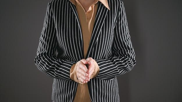Wizerunek kobiety biznesu w garniturze. wysokiej jakości zdjęcie