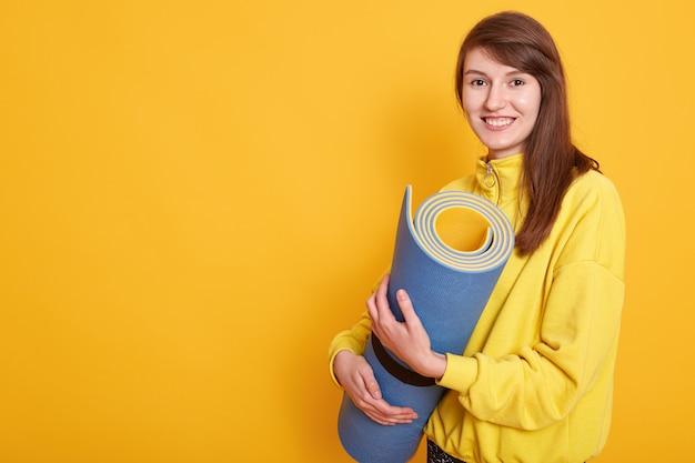 Wizerunek przygotowywający dla treningu sprawności fizycznej kobieta