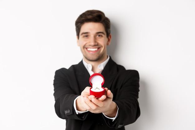 Wizerunek przystojny mężczyzna szuka romantyczny