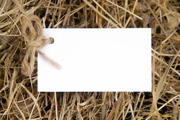 Wizytówka na tle siana koncepcja rolnictwa mock up