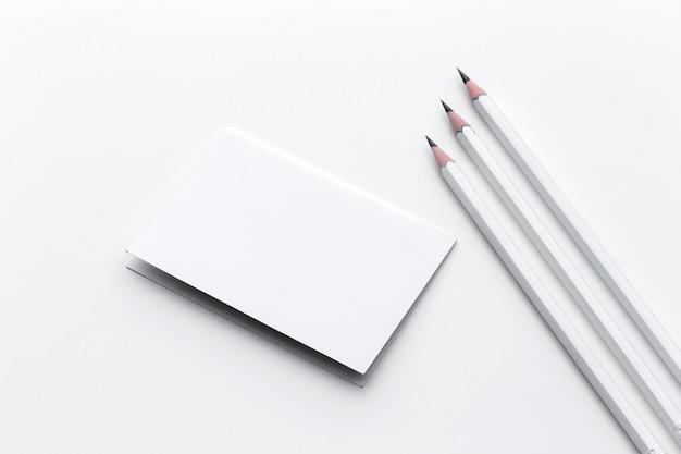 Wizytówka z ołówkiem