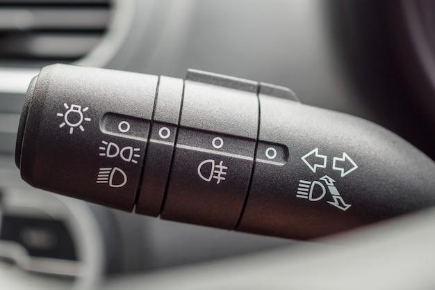 Włącznik świateł samochodowych z bliska