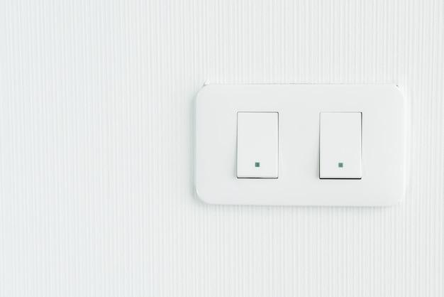 Włącznik światła na ścianie