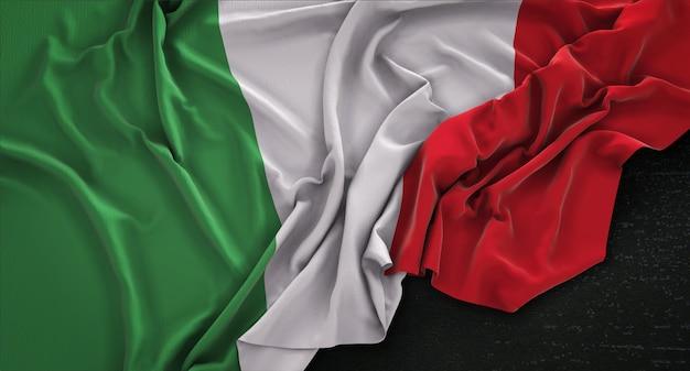 Włochy flaga zgnieciony na ciemnym tle renderowania 3d