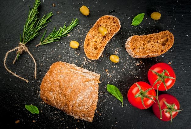 Włoska ciabatta z oliwą, oliwkami i zieleniną