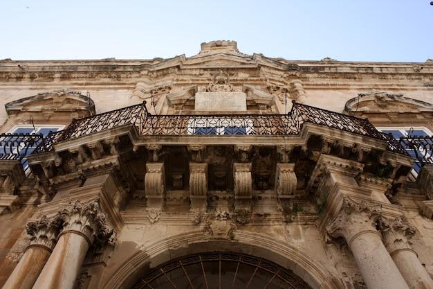 Włoski balkon w syrakuzach