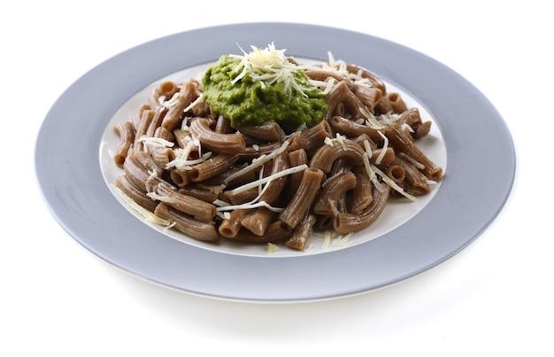 Włoski makaron na stole