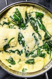 Włoski omlet ze szpinakiem i serem