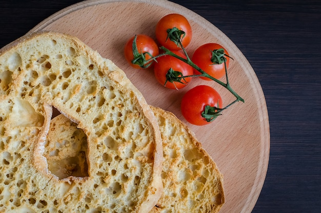 Włoski suszony chleb friselle