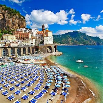 Włoskie holiadys, piękne wybrzeże amalfi, wioska atrani