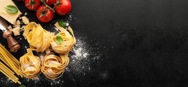 Włoskie jedzenie makaron tło żywności